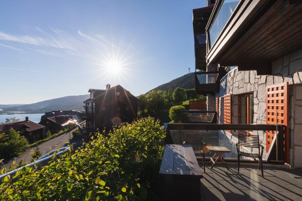 Tottbacken-kvällssol-veranda-lägenhet